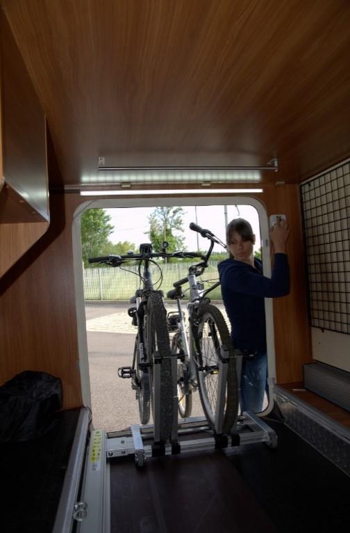 Rail de rangement manuel pour vélo côté droit - Pollicino vélo ... 8c3ef2631349